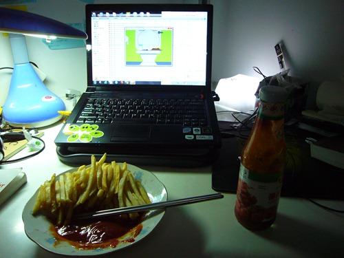 薯条和番茄酱还有笔记本